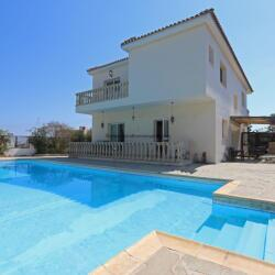 5 Bedroom Villa In Paralimni
